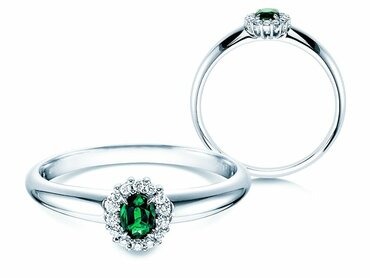 Engagement rings with emerald and diamond