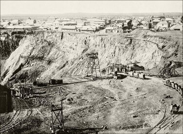 The history of diamonds: Diamond mine in South Africa in 1920